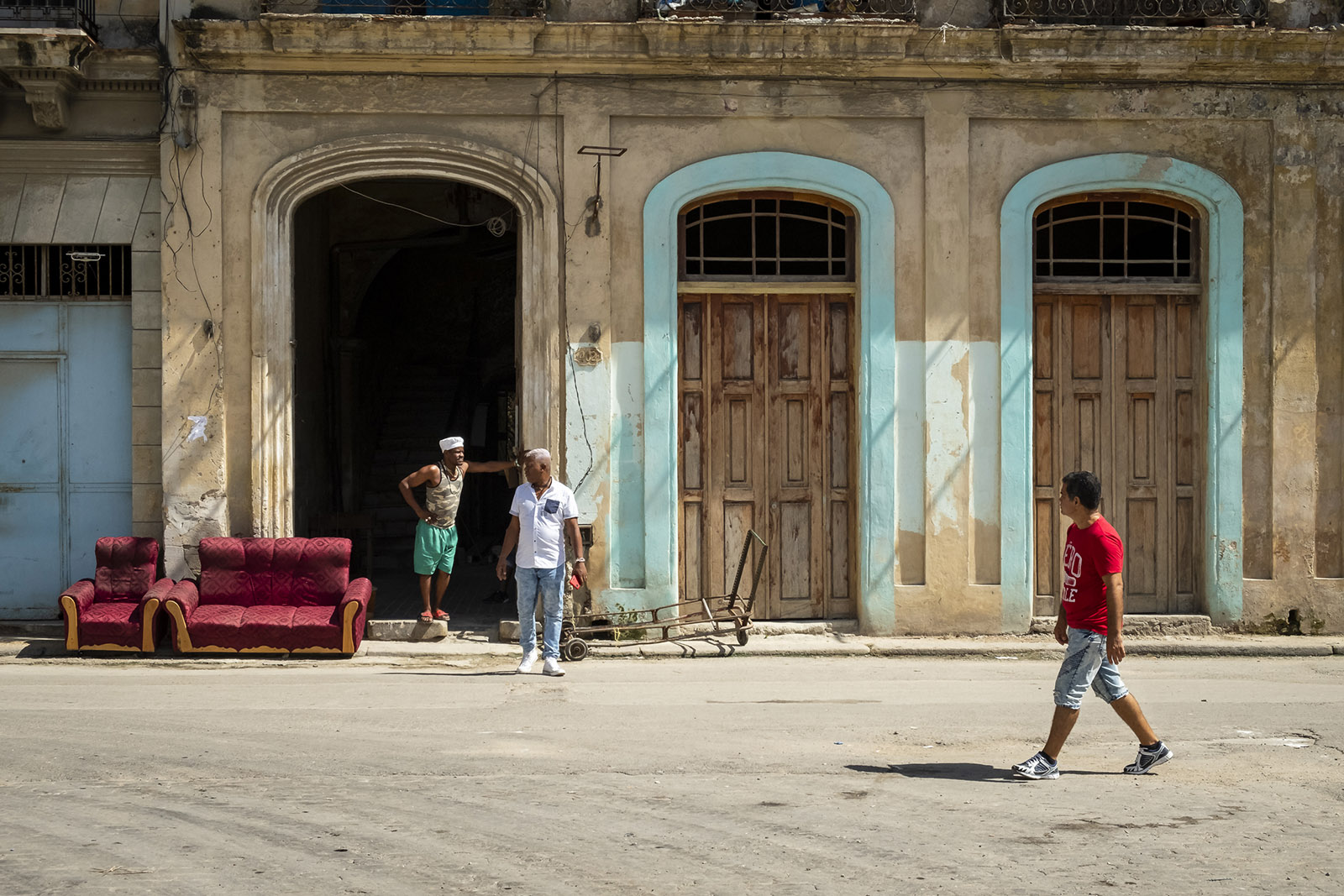 red couch for sale in Havana, Cuba