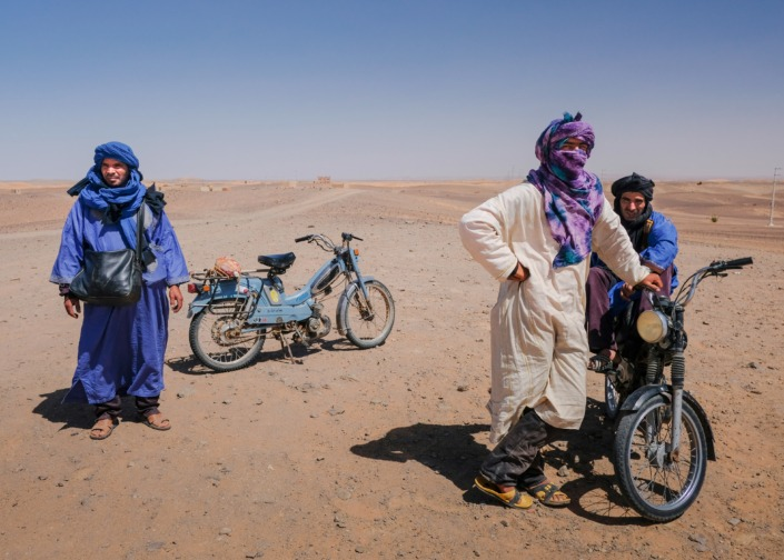 Berbers waiting in the desrert, Morocco